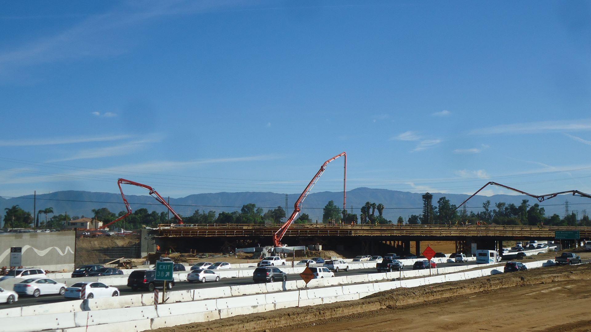 Upcoming night closures of I-215 freeway near San Bernardino