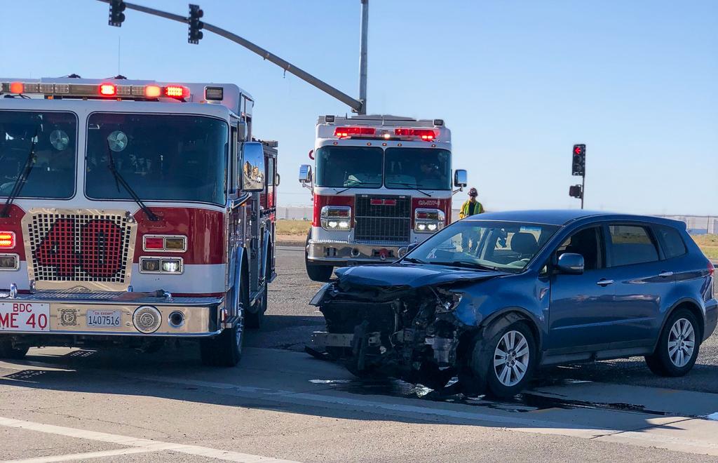 Crash at Main St and Escondido in Hesperia (Photo: Vanessa Hijar for Victor Valley News)